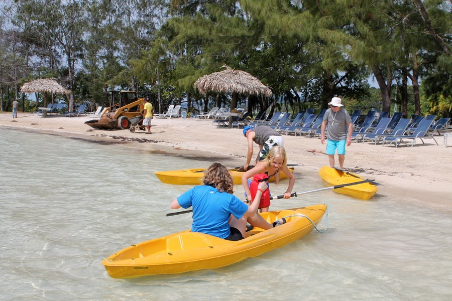 Carl, Toni, Lily and Randall getting in the kayaks. Seagrass removal just visible on the far left of the pic.
