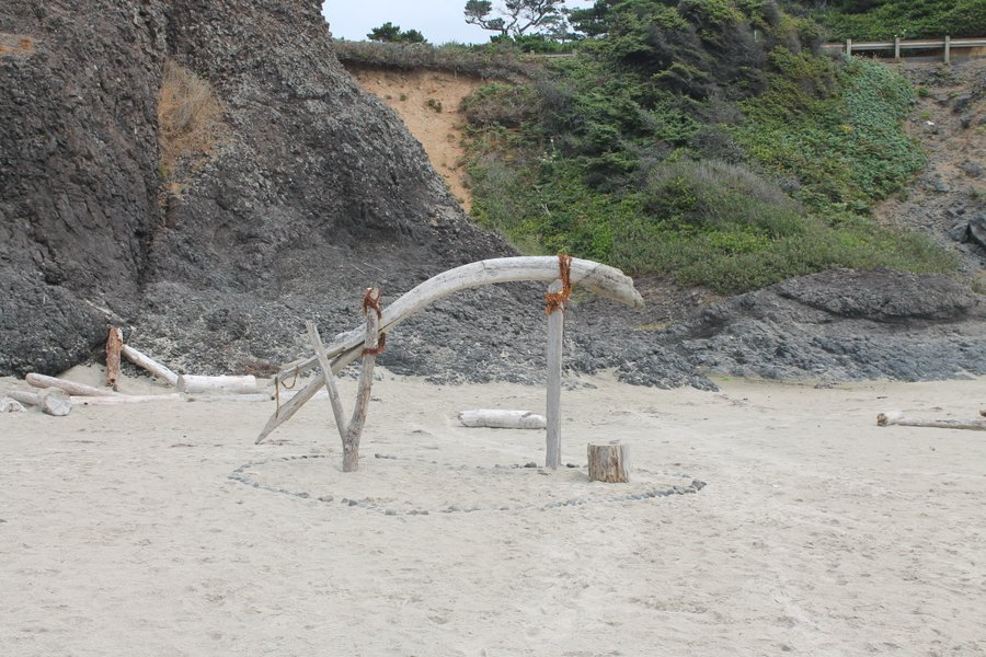 Aww, now that looks like the authentic beach wedding spot.